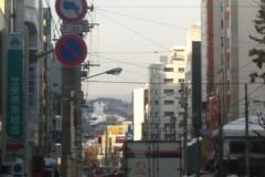 奥に小さく見えるのが大倉山。会社近くから撮影